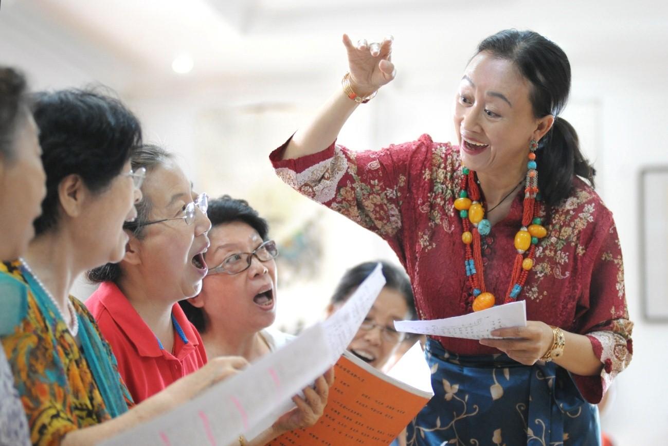 倾情文化服务 履行社会责任 ------记区政协委员 阿金达娃